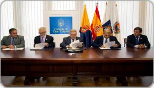 Foto de la firma del convenio